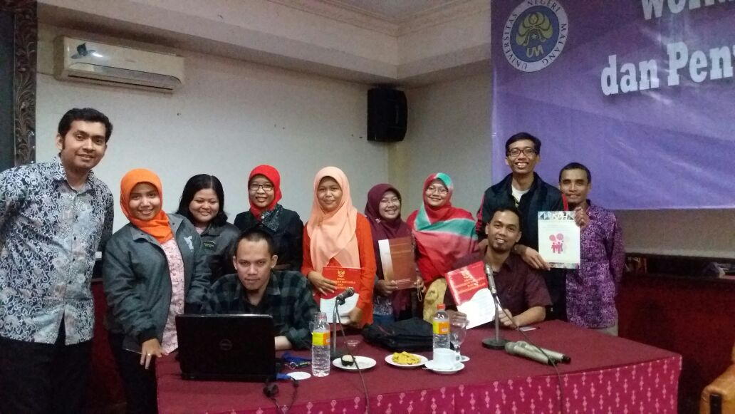 Tim Jurnal PPKn dan Tim Jurnal Prodi di FIS Foto Bersama Pemateri Workshop